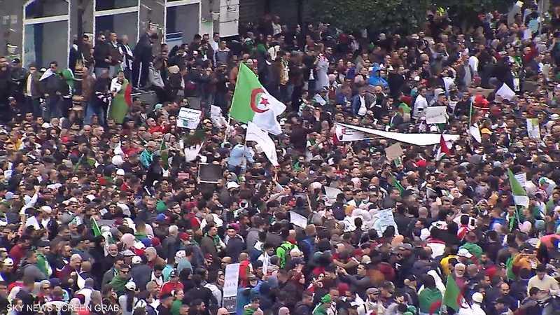 الجزائر.. قيادي في الحزب الحاكم يحذر من الفوضى