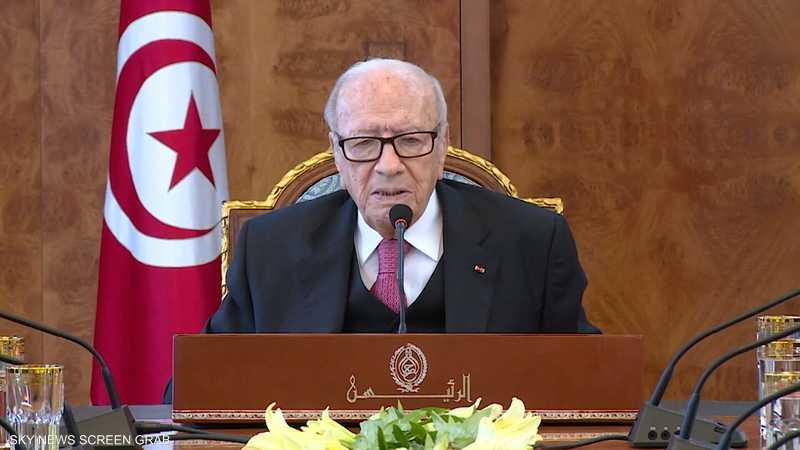 السبسي يدعو لتعديل الدستور لتقليص سلطات رئيس الحكومة