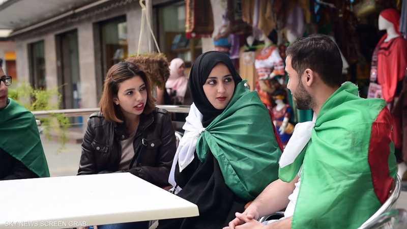السياسة تطغى على أحاديث الجزائريين في المقاهي