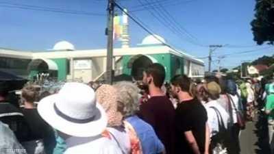 """فيديو.. """"مبادرة نبيلة"""" للنيوزيلنديين في أول جمعة بعد المذبحة"""