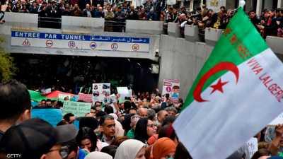 الجزائريون يواصلون الحراك الشعبي ضد السلطة