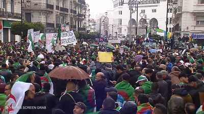 احتجاجات بمشاركة آلاف الجزائريين ضد قرارات بوتفليقة