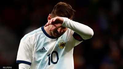 ميسي يغادر المنتخب مصابا.. وأنصار برشلونة يحبسون أنفاسهم