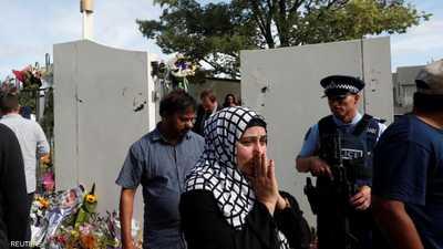 مسلمة متأثرة بعد زيارة مسجد النور