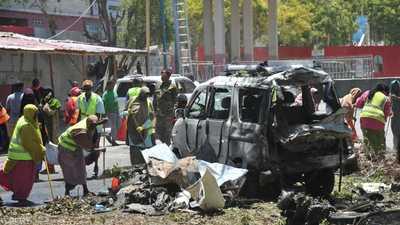 قتلى بينهم نائب وزير في هجوم انتحاري بالصومال
