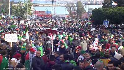 شوارع العاصمة الجزائرية تنتفض للمطالبة بالتغيير السياسي