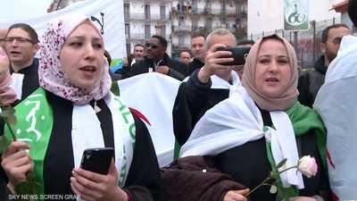 قوى من المعارضة تدعو الجيش للاستجابة إلى مطالب الشعب
