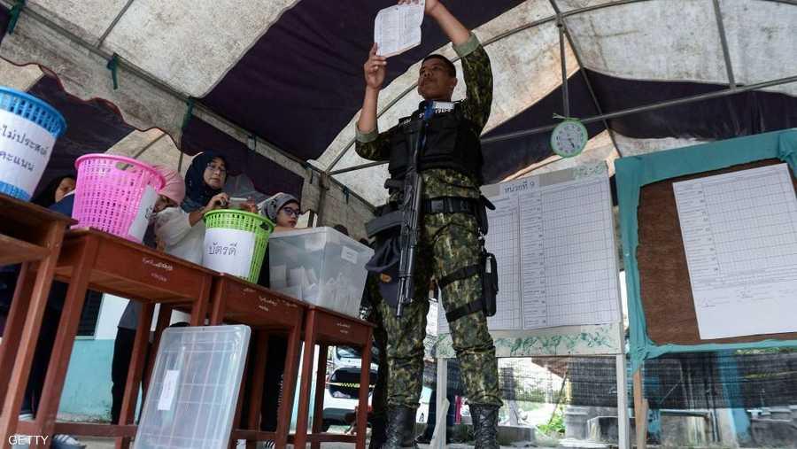 وضع المجلس العسكري أنظمة جديدة للانتخابات تهدف إلى الحدّ من عدد المقاعد التي يمكن للأحزاب الكبرى المؤيدة للديموقراطية الفوز فيها.