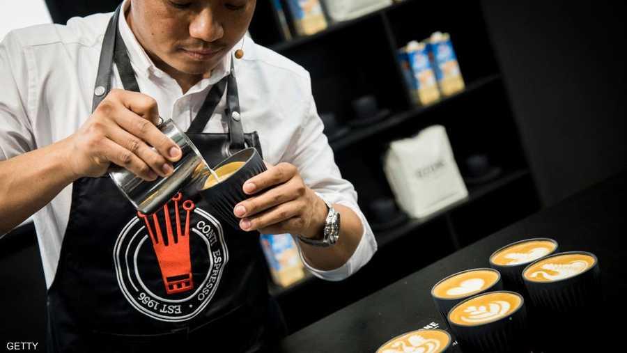 تنظم أيضا على هامش المعرض مسابقات يتنافس خلالها أمهر معدي القهوة في تحضيرها.