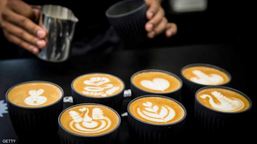 تتضمن الفعالية أيضا عروضا للرسم على القهوة يشارك فيها خبراء بالمشروب الشعبي.