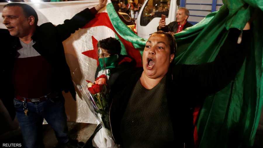 كان بوتفليقة أعلن في البداية ترشحه لفترة رئاسة خامسة، لكنه سحب ترشحه وأجل الانتخابات استجابة للاحتجاجات الضخمة.
