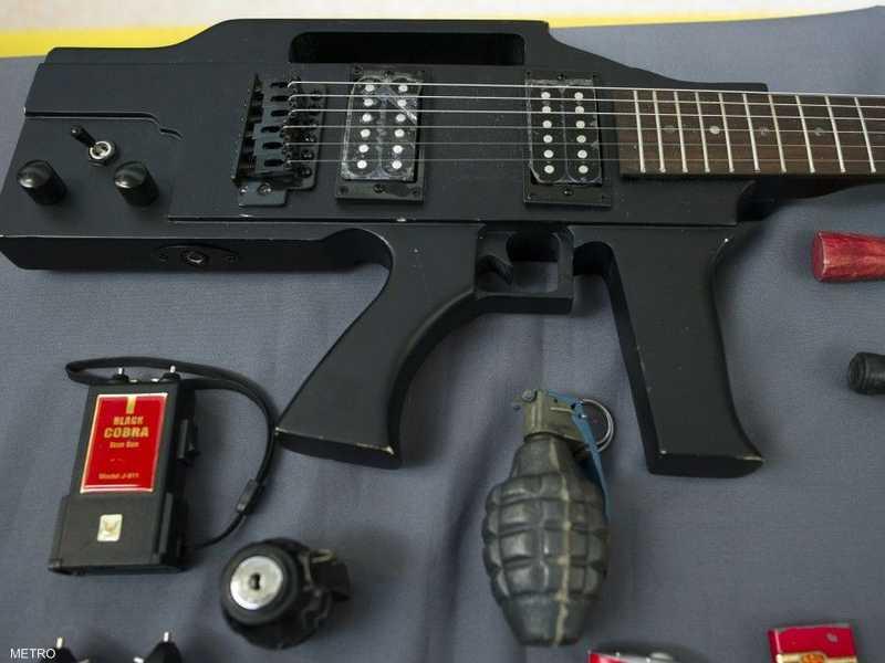 بندقية نصف آلية على شكل غيتار