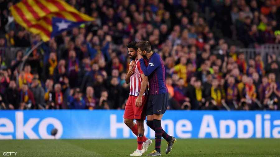 """اقترب برشلونة من لقب """"الليغا"""" بفوزه 2-صفر على مطارده المباشر أتلتيكو"""