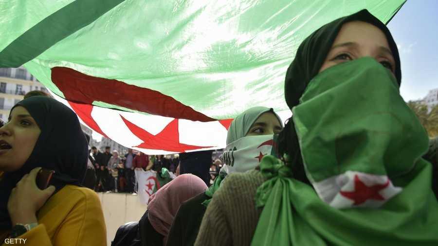 تظاهرات الجزائر تشهد مشاركة لافتة من المرأة