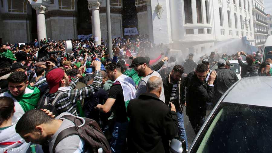 قوات الأمن عملت على تفريق التظاهرة في ساحة البريد