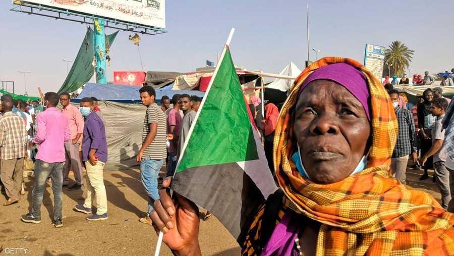 نساء من كافة الأعمار يشاركن في التظاهرات