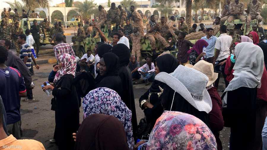 الكنداكات يؤكدن على سلمية التظاهرات
