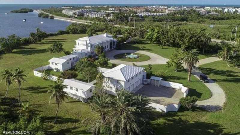 المليونير اشترى جزيرة تحوي قصرا فاخرا قبل أيام من الواقعة