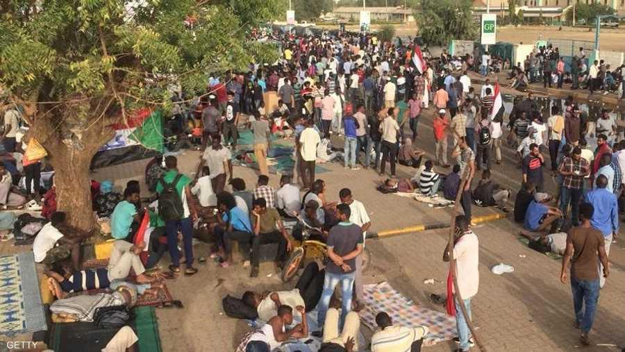 ويُعتقد أن مجلسا عسكريا انتقاليا سيتولى السلطة في السودان