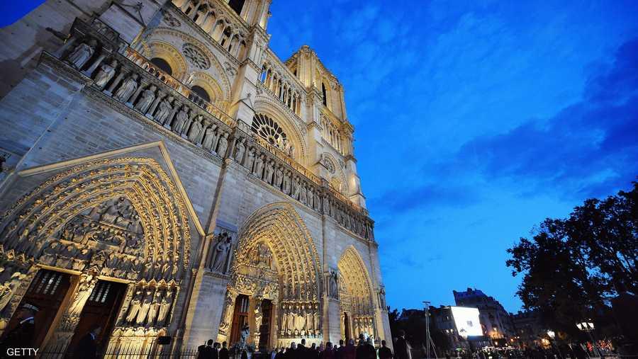 """وزادت شهرة الكاتدرائية بعد ذكرها كمكان رئيسي للأحداث في رواية """"أحدب نوتردام"""" الشهيرة، للكاتب فيكتور هوغو، في عام 1831."""