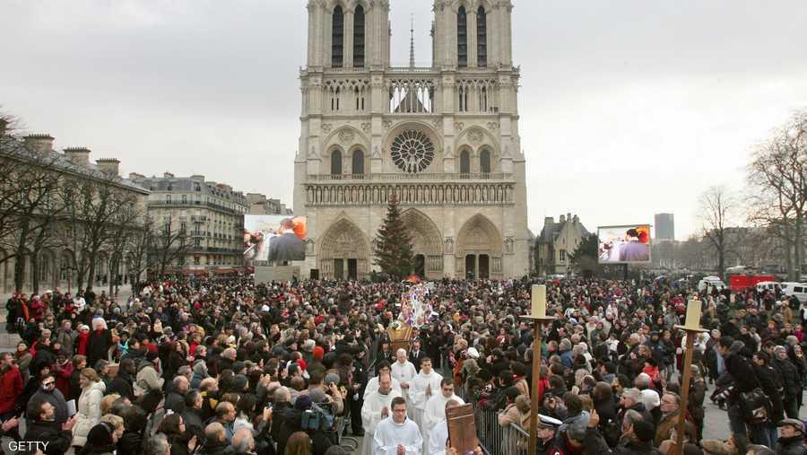 وتستقبل الكاتدرائية ما لا يقل عن 13 مليون زائر سنويا، نظرا لكونها رمزا للعاصمة الفرنسية التي لا يمكن أن يفوته أي سائح.