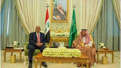 العاهل السعودي ورئيس الوزراء العراقي يشهدان توقيع اتفاقيات