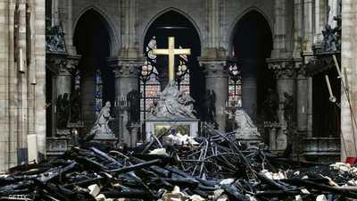 """رجل دين متشدد يصدم العالم بتصريح عن سبب """"حريق نوتردام"""""""