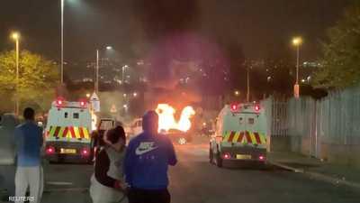 عمل إرهابي بأيرلندا الشمالية.. قتيلة وقنابل وهجوم على الشرطة