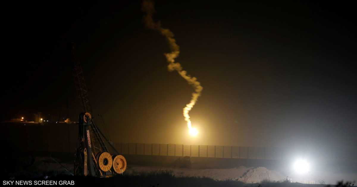 غارات إسرائيلية على مواقع بغزة.. وصواريخ تسقط