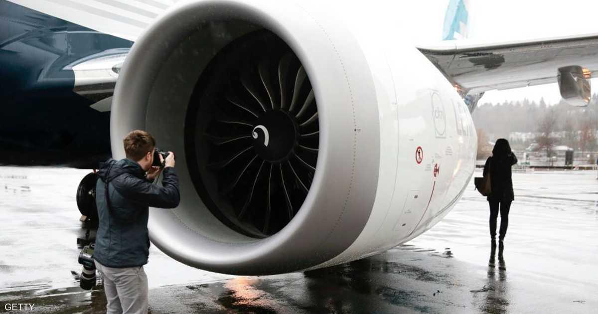 لرحلة ميمونة.. الصينيون يلقون بقطع نقدية في محرك الطائرة