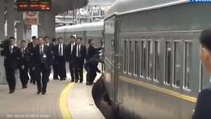 الحراس وقطار كيم.. فيديو يثير الاستغراب