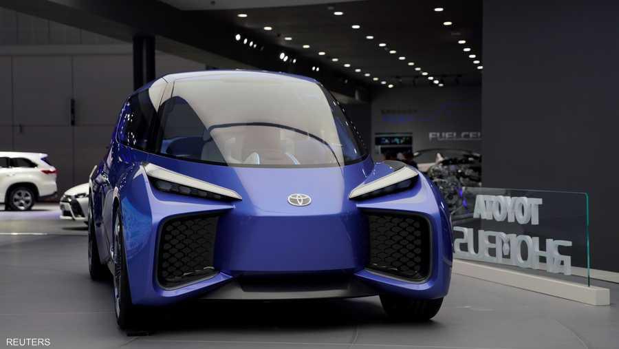 """قدمت """"تويوتا"""" نموذجها المستقبلي لسيارتها الكهربائية RHOMBUS."""