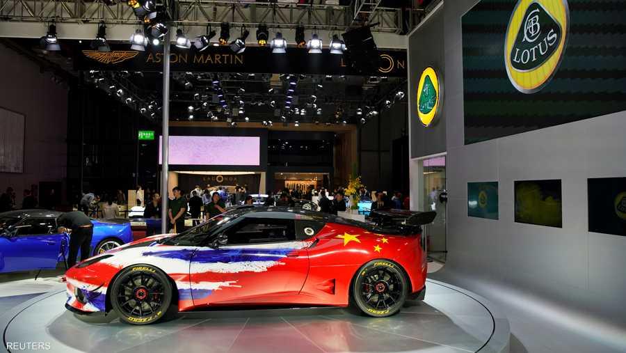 """سيارات السباق كانت حاضرة في المعرض مثل """"إيفورا جي تي 4"""" من """"لوتس""""."""