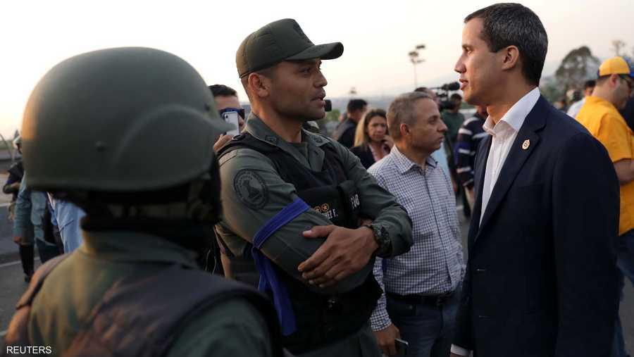 بدأ الأمر عندما قال زعيم المعارضة خوان غوايدو إن العسكريين انضموا إلى جهود المعارضة في الإطاحة بالرئيس نيكولاس مادورو، المطعون في شرعيته.