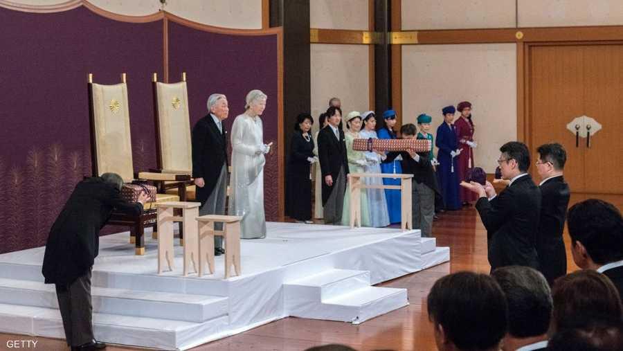 لعب الإمبراطور أكيهيتو والإمبراطورة ميتشيكو، التي تزوجها قبل 60 عاما، وهي أول امرأة من الشعب تتزوج وريثا إمبراطوريا، دورا نشطا كرمز للمصالحة والسلم.