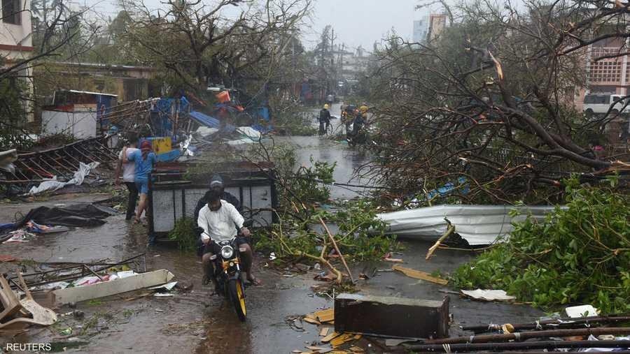 وقعت 29 من الوفيات في ولاية أوديشا شرق الهند و13 في بنغلادش، بحسب ما أفاد مسؤولون من البلدين.