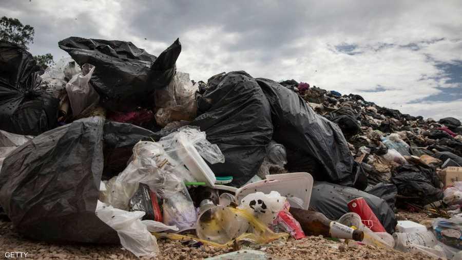التلوث الناجم عن مخلفات البلاستيك مشكلة بيئية كبرى تمثل قلقا عالميا.