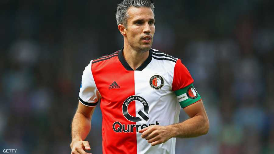 الهولندي روبرت فان بيرسي أعلن اعتزاله الكرة بعد مشوار حافل