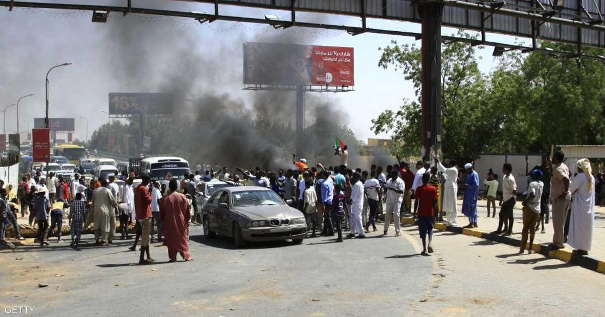 السودان.. الجيش يزيل المتاريس.. وإطلاق نار قرب الاعتصام