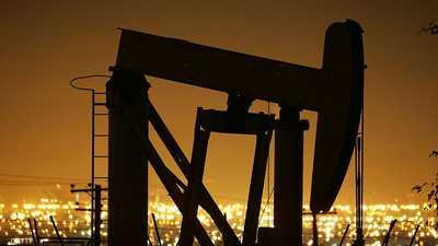 بعد اتفاق واشنطن وبكين.. النفط يغلق على انخفاض طفيف