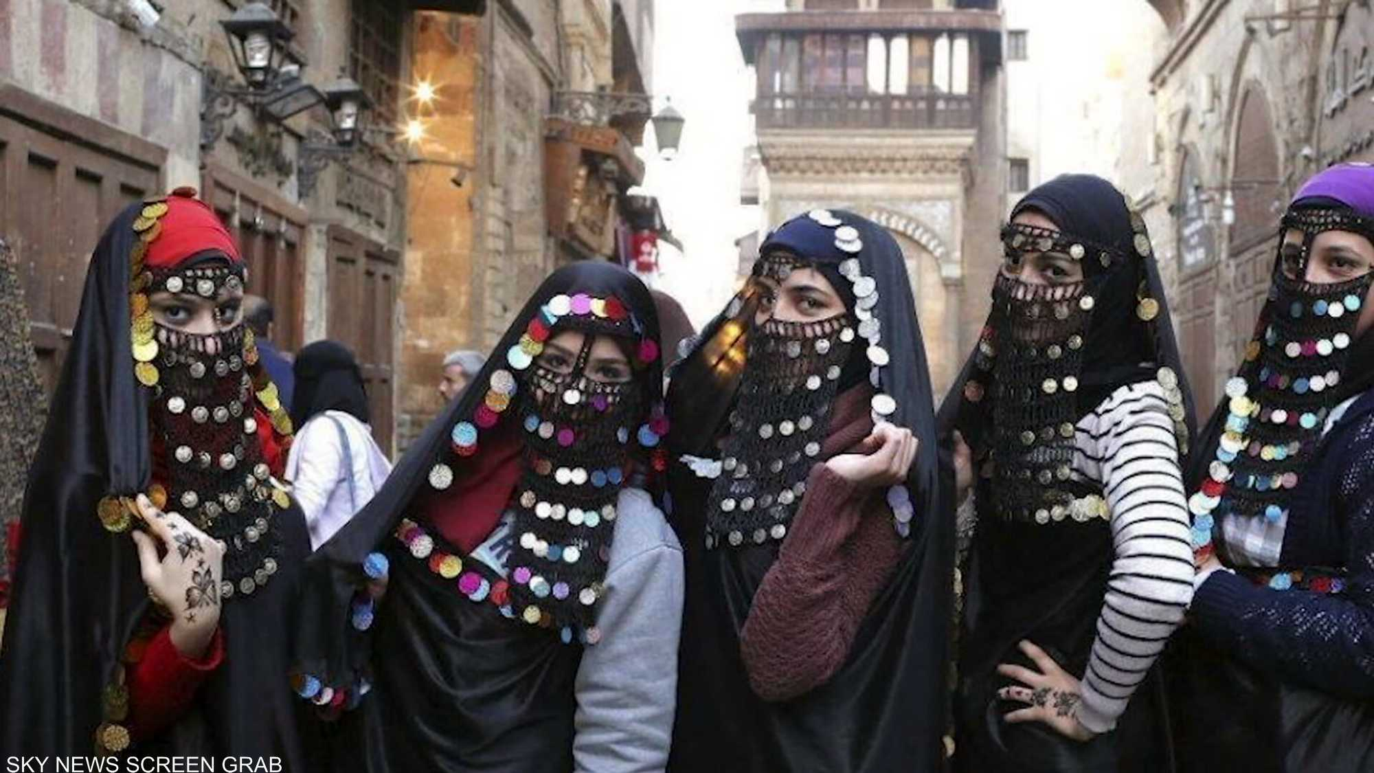 الأزياء المصرية.. نكهة شرقية مطعمة بثقافة أصيلة