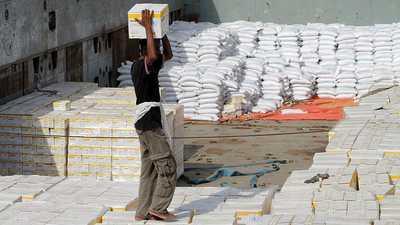 بسبب اختلاسات الحوثيين.. برنامج الغذاء يهدد بوقف المساعدات