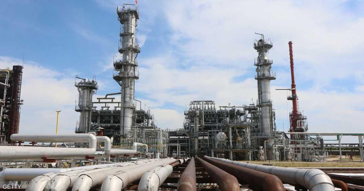 توتر واشنطن وبكين يهوي بأسعار النفط