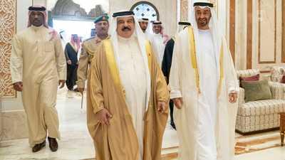 محمد بن زايد والعاهل البحريني يبحثان القضايا الإقليمية