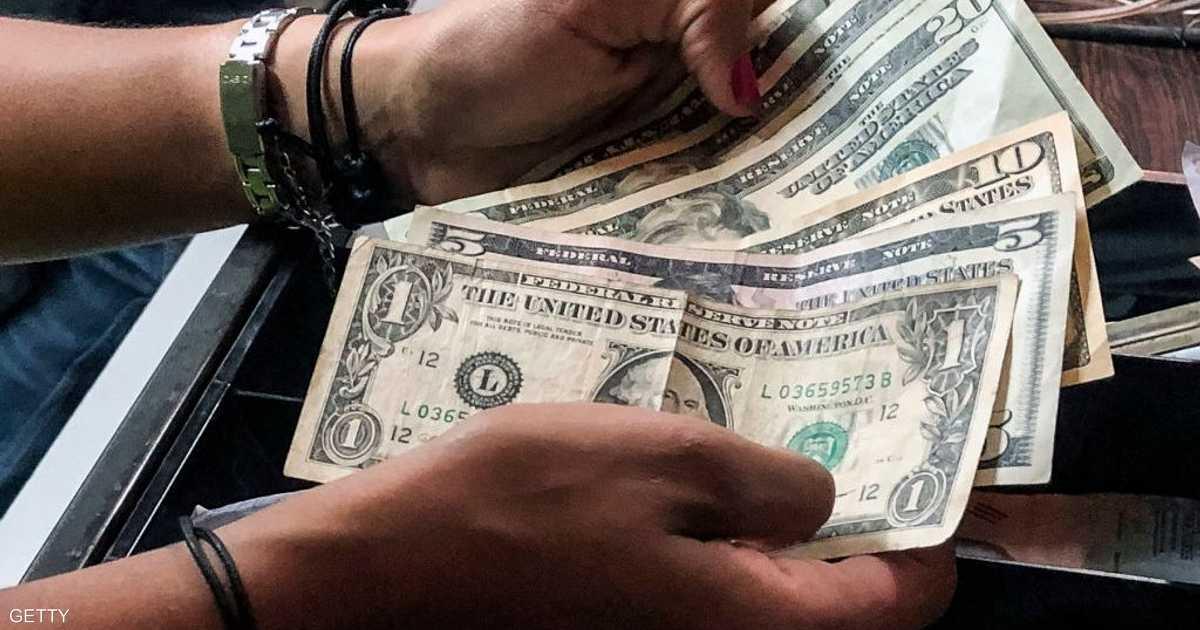 الدولار يتراجع بسبب  بيانات ضعيفة    أخبار سكاي نيوز عربية