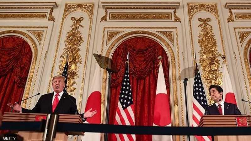 ترامب وشينزو آبي خلال مؤتمر صحفي في العاصمة اليابانية طوكيو.