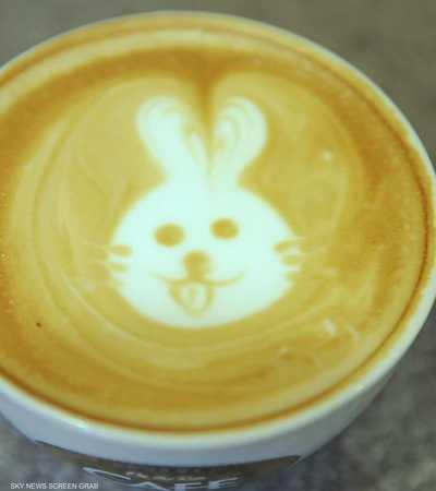 الرسم على القهوة.. ظاهرة فنية تنتشر سريعا