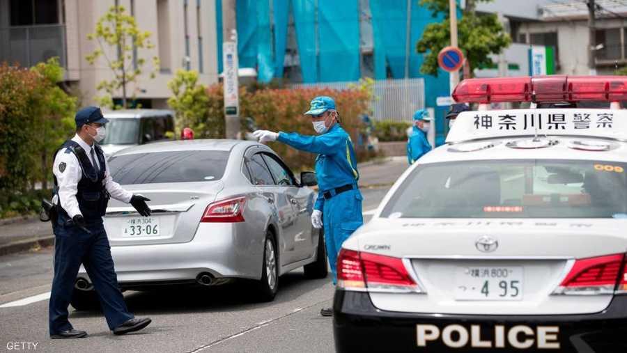 أظهرت لقطات بثّتها قنوات التلفزيون المحلية عدداً من سيارات الشرطة والإسعاف والإطفاء في مكان الهجوم.