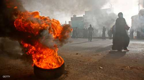 """محاولة """"فض الاعتصام"""" أمام مقر قيادة الجيش في العاصمة الخرطوم، تسببت في سقوط عدد من القتلى والجرحى"""