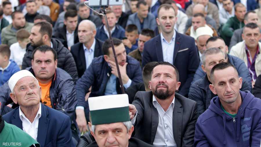 مظهر من مظاهر العيد التقاط السلفي أثناء تادية الصلاة في ألبانيا